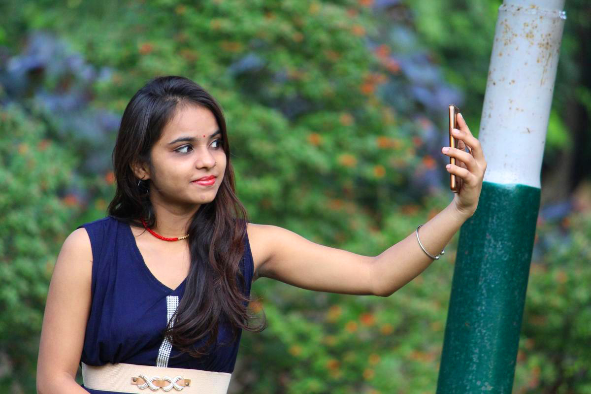 Stylish Beautiful girl selfie Images Wallpaper Pictures Photo pics Download