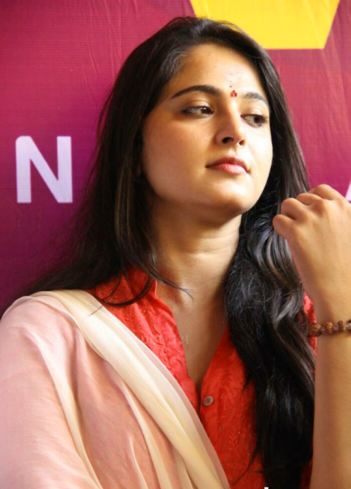ANUSHKA SHETTY IMAGES WALLPAPER PICTURES