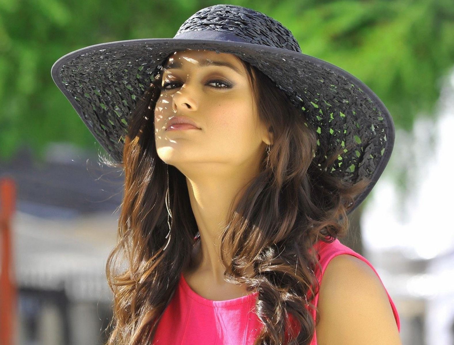 ILEANA D'CRUZ IMAGES WALLPAPER PICTURES FREE DOWNLOAD