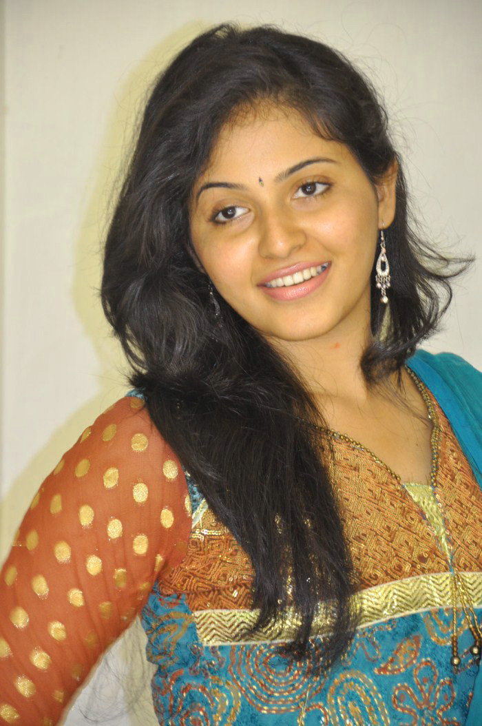 ACTRESS IMAGES WITHOUT MAKEUP PHOTO WALLPAPER FOR FACEBOOK