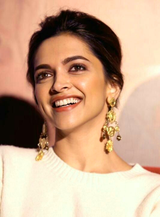 DEEPIKA PADUKONE IMAGES PHOTO FOR STATSU