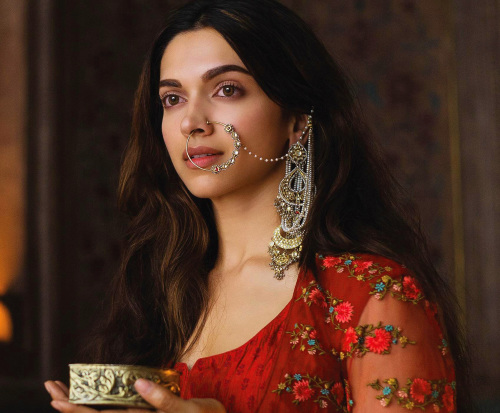 DEEPIKA PADUKONE IMAGES PICS PICTURES DOWNLOAD
