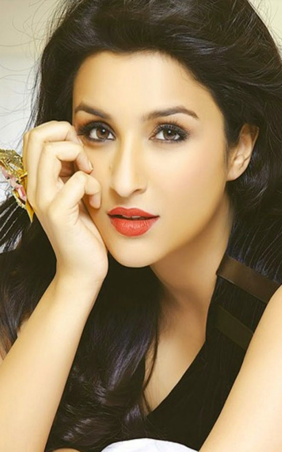 PARINEETI CHOPRA IMAGES PHOTO WALLPAPER FOR FACEBOOK