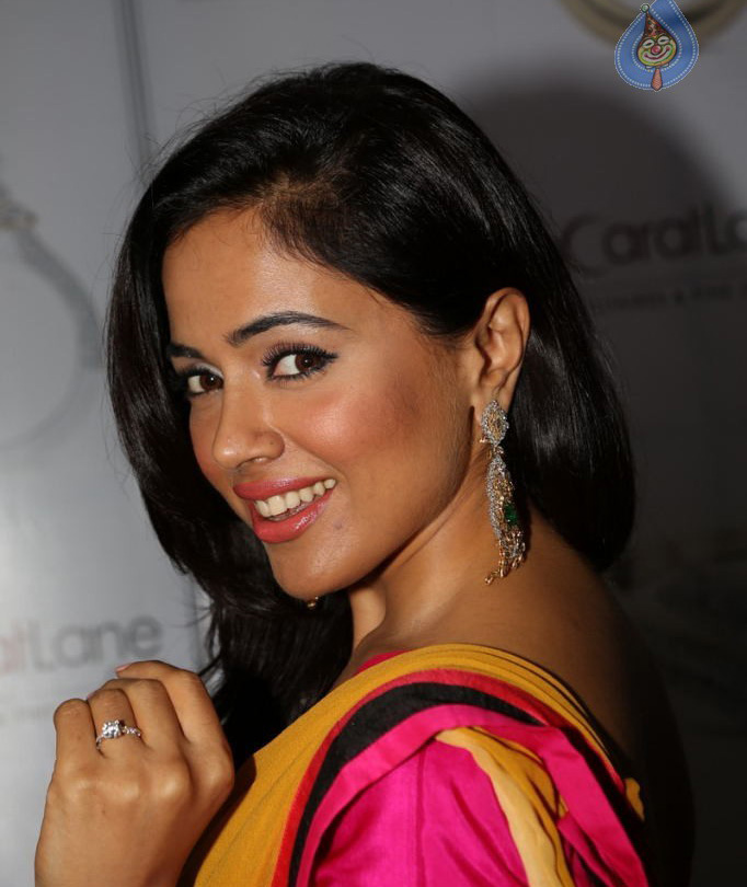 SAMEERA REDDY IMAGES PHOTO WALLPAPER FREE HD