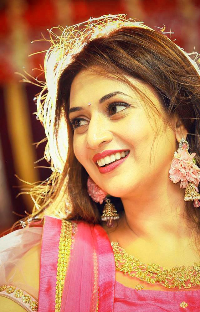 TV ACTRESS IMAGES WALLPAPER PHOTO FOR WHATSAPP