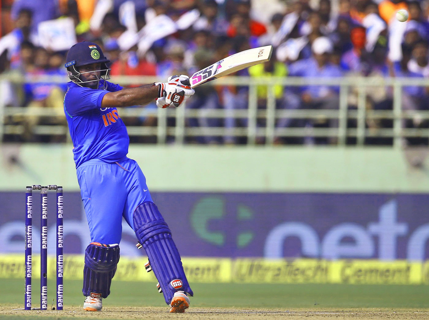 INDIAN CRICKET TEAM PLAYER IMAGES WALLPAPER PICS