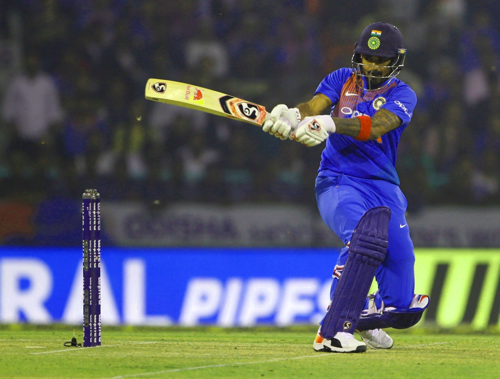 INDIAN CRICKET TEAM PLAYER IMAGES WALLPAPER PICS FREE