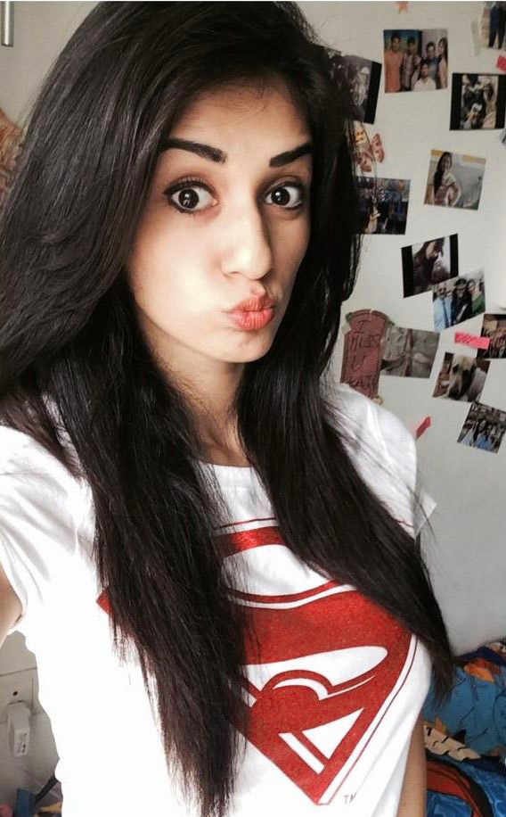 Stylish Beautiful girl selfie Images Wallpaper Pictures Photo pics HD Download