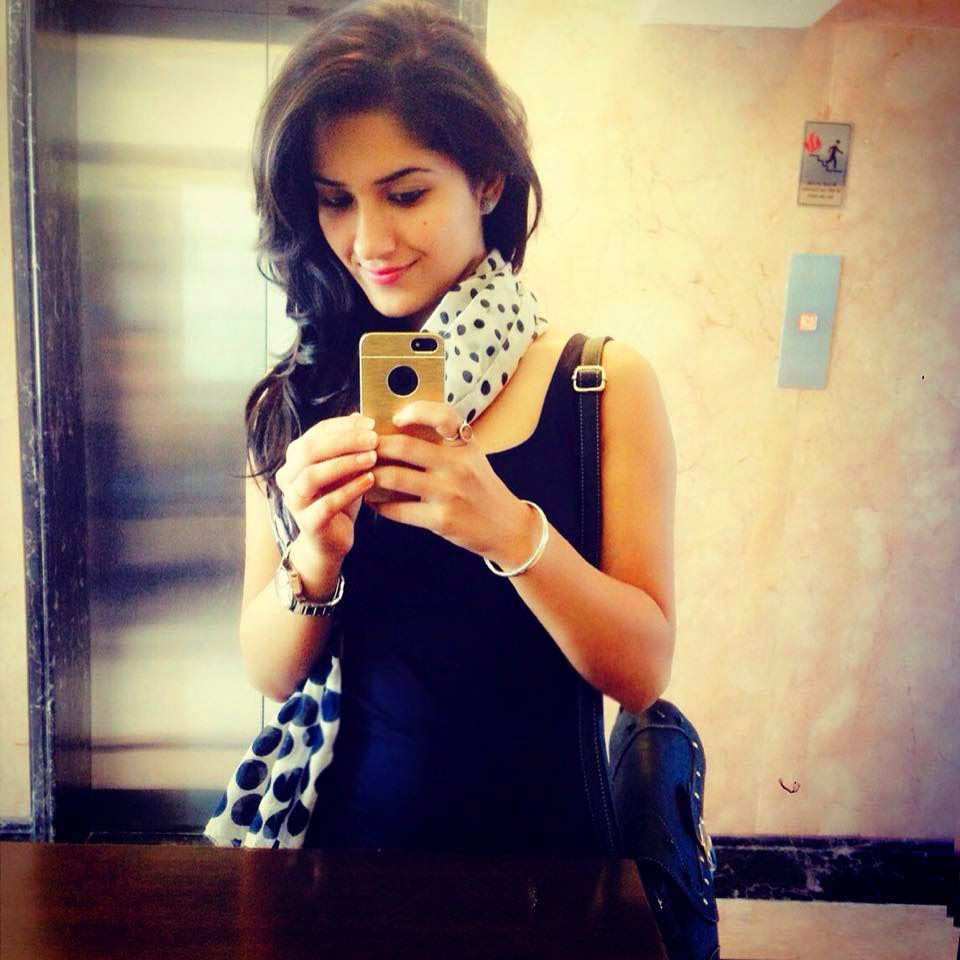 Stylish Beautiful girl selfie Images Wallpaper Pictures Photo pics Free HD