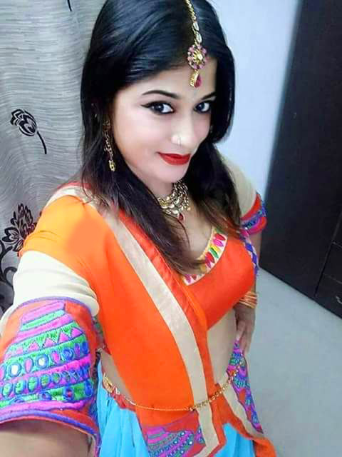 Stylish Beautiful girl selfie Images Wallpaper Pictures Photo pics Free Download