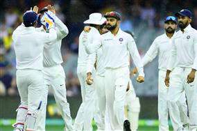 INDIAN CRICKET TEAM PLAYER IMAGES WALLAPPER PICS