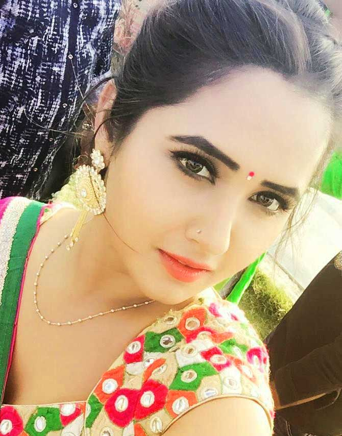BHOJPURI ACTRESS AMRAPALI DUBEY IMAGES WALLPAPER PHOTO FREE DOWNLOAD