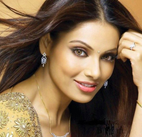 BEAUTIFUL HEROINE / ACTRESS IMAGES WALLPAPER PICTURES FREE