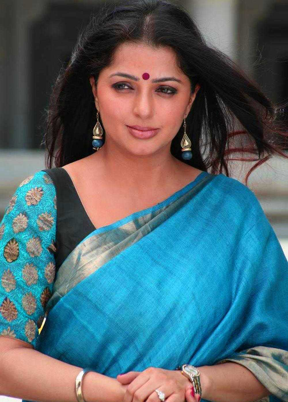 BHUMIKA CHAWLA IMAGES PICS PICTURES DOWNLOAD