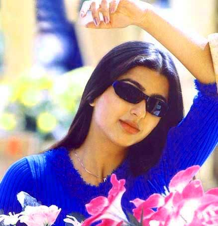 BHUMIKA CHAWLA IMAGES PICS PICTURES FREE HD DOWNLOAD