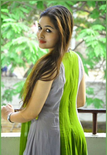 MOST BEAUTIFUL DESI STYLISH GIRLS PROFILE IMAGES PICS PICTURES FREE FOR WHATSAPP