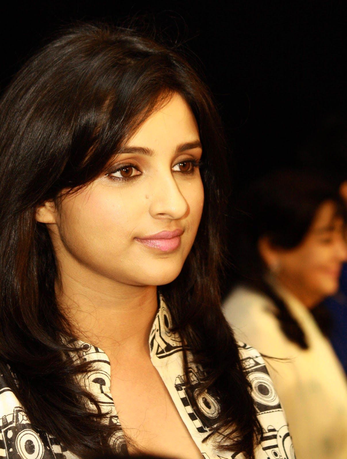 PARINEETI CHOPRA IMAGES PICTURES PICS HD DOWNLOAD