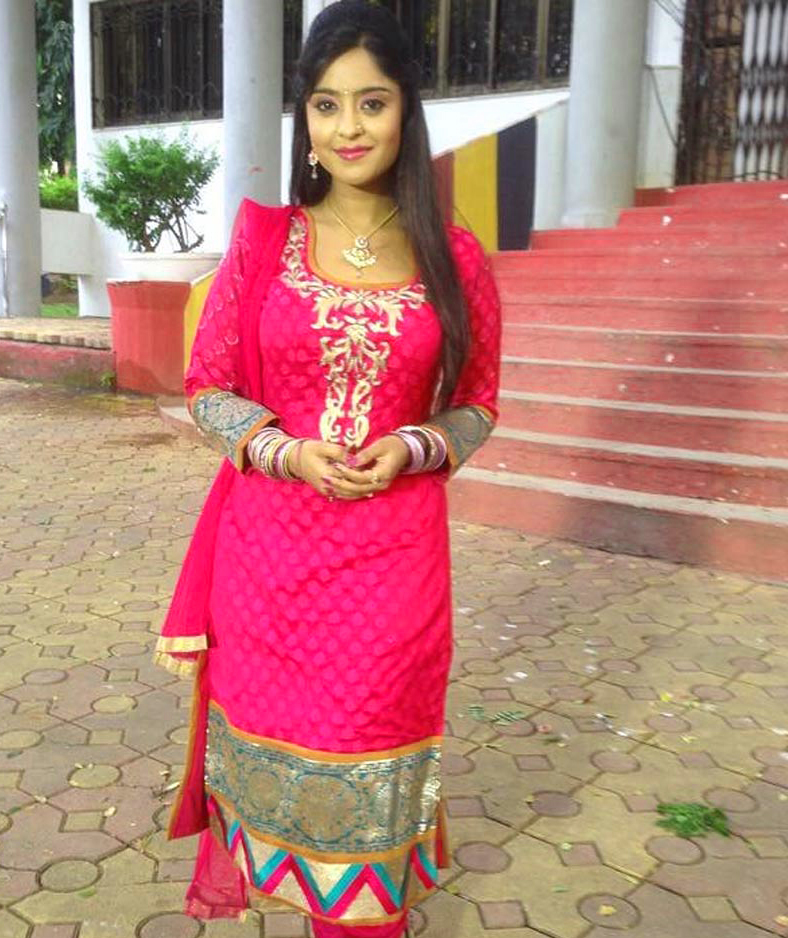SHUBHI SHARMA IMAGES  PICTURES PICS DOWNLOAD