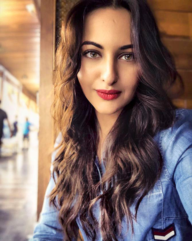 SONAKSHI SINHA IMAGES PICS PICTURES HD DOWNLOAD