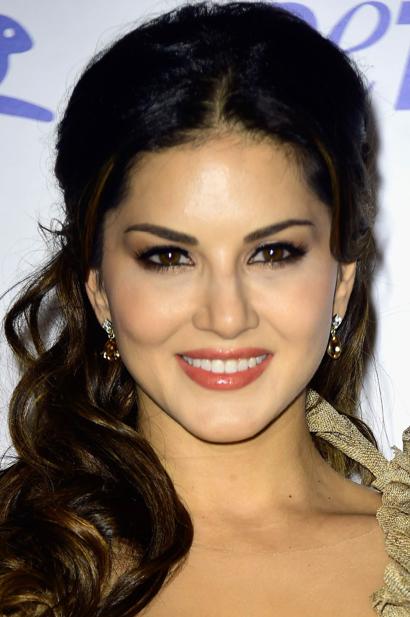 SUNNY LEONE IMAGES WALLPAPER FREE HD